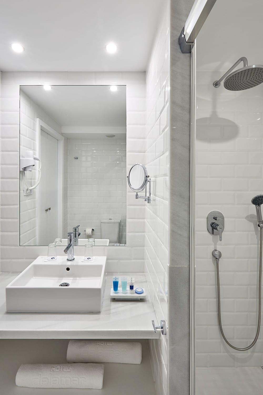 neue badezimmer schn was kostet ein neues badezimmer was. Black Bedroom Furniture Sets. Home Design Ideas